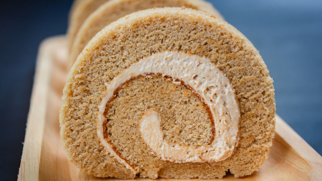 gingerbread-roll-cake