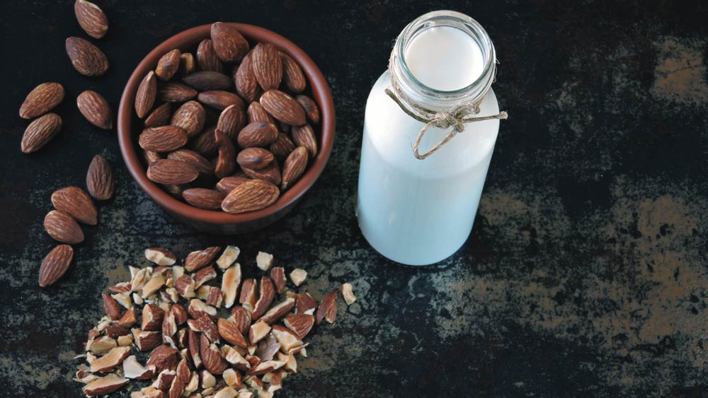 is-almond-milk-keto