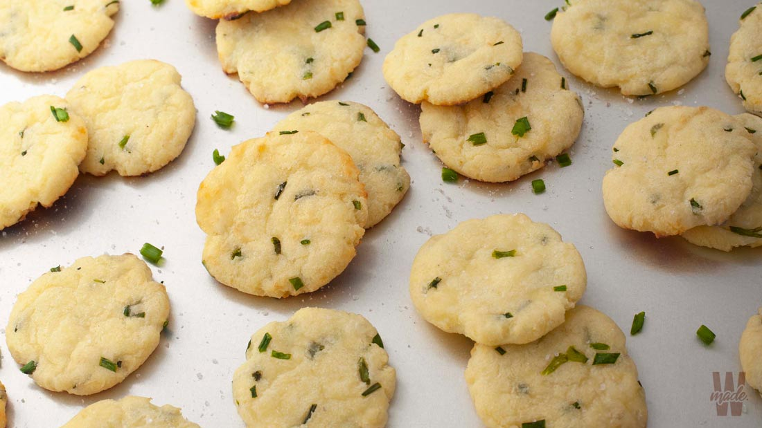 keto-sour-cream-and-chive-crackers