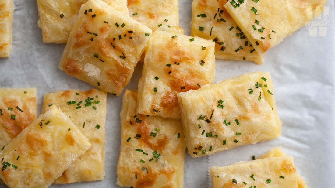 sour-cream-and-chive-crackers