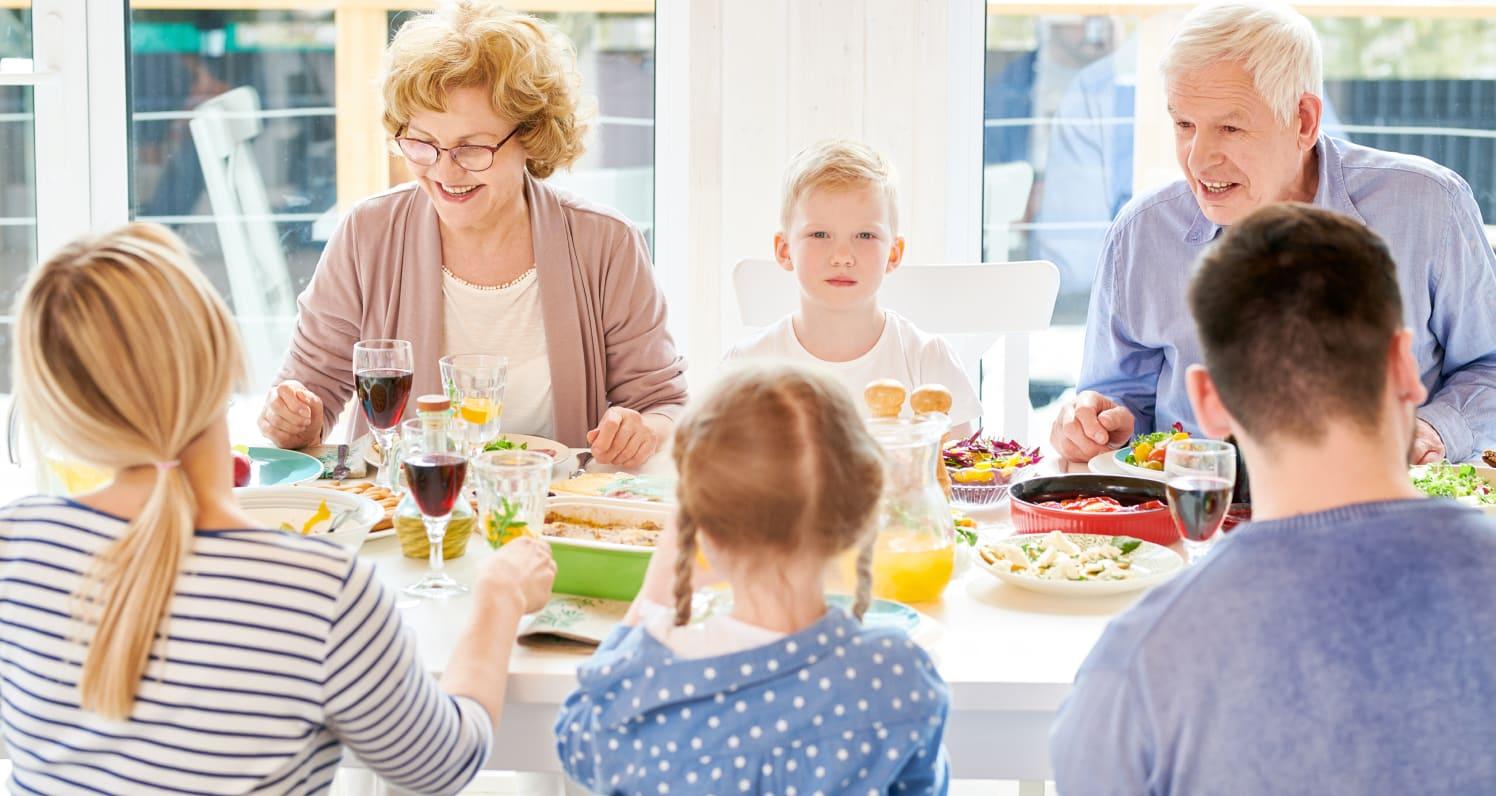 IMG-Family-Dinner2
