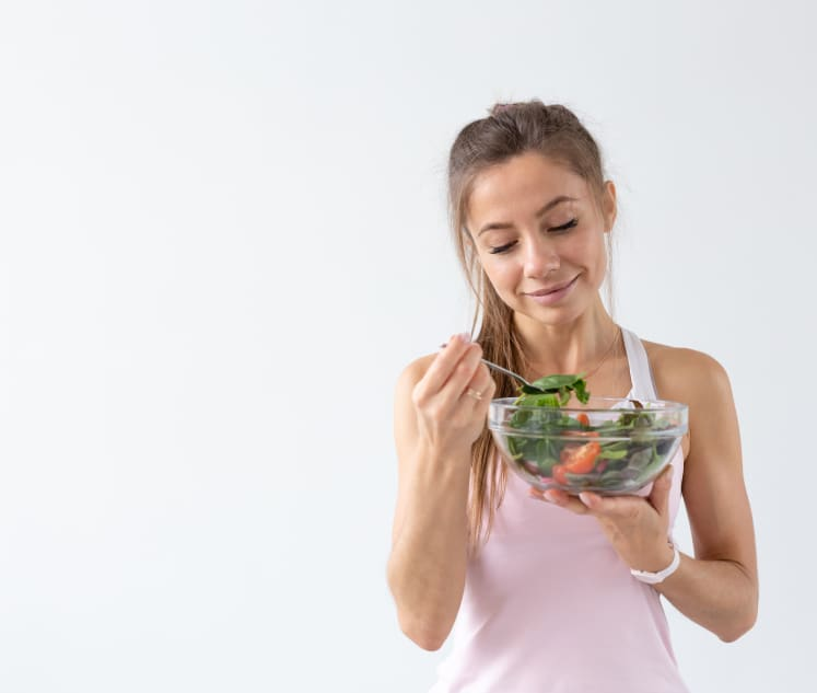 IMG-Woman-Eating-Salad